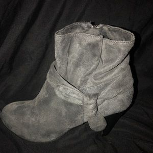 Nine West Charcoal Gray Ankle Booties Like New